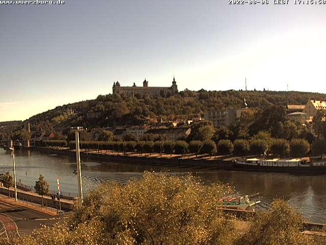 Das Bild zeigt eine Live-Webcam der Stadt Würzburg welche sich ganz in der Nähe vom Alten Kranen befindet.