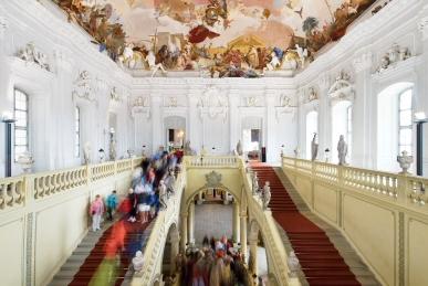 Treppenhaus der Würzburger Residenz mit dem größten Deckenfresko der Welt von Giovanni Battista Tiepolo