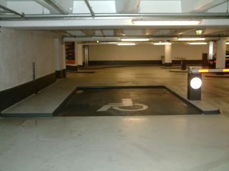 Behinderten-Parkplatz im 1. UG