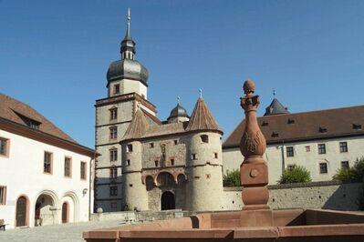Festung Marienberg: Scherenbergtor und Pferdeschwemme
