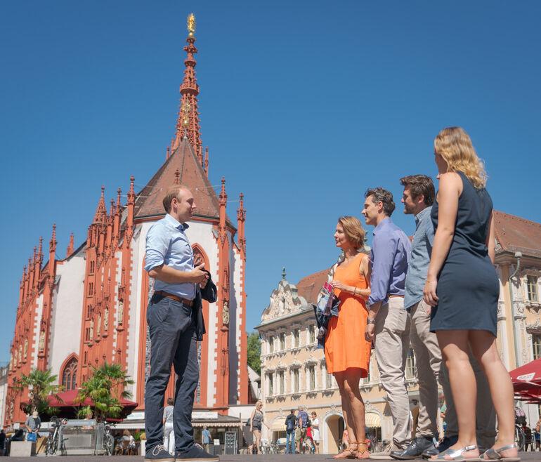 Stadtführung auf Marktplatz (c) CTW/Dietmar Denger