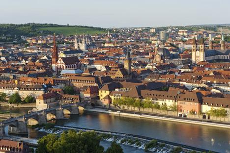 Blick über Würzburg und Main