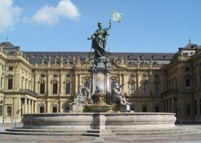 Residenz Würzburg mit Frankoniabrunnen