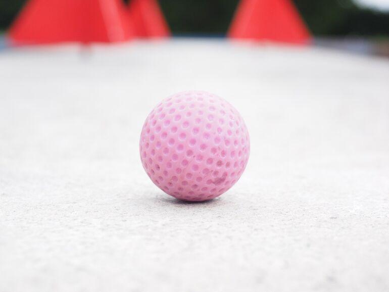 Foto: Golfball (von Hans Braxmeier, Pixabay)