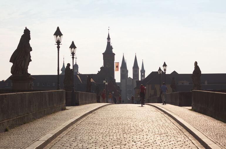 Alte Mainbrücke Morgenstimmung