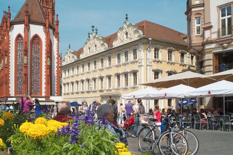 Marktplatz mit Falkenhaus und Marienkapelle