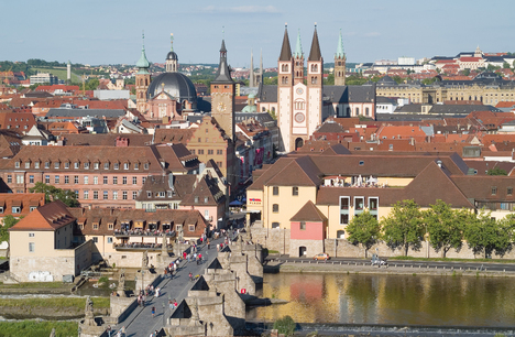View of Alte Mainbrücke (bridge), Town Hall and Dom (cathedral)