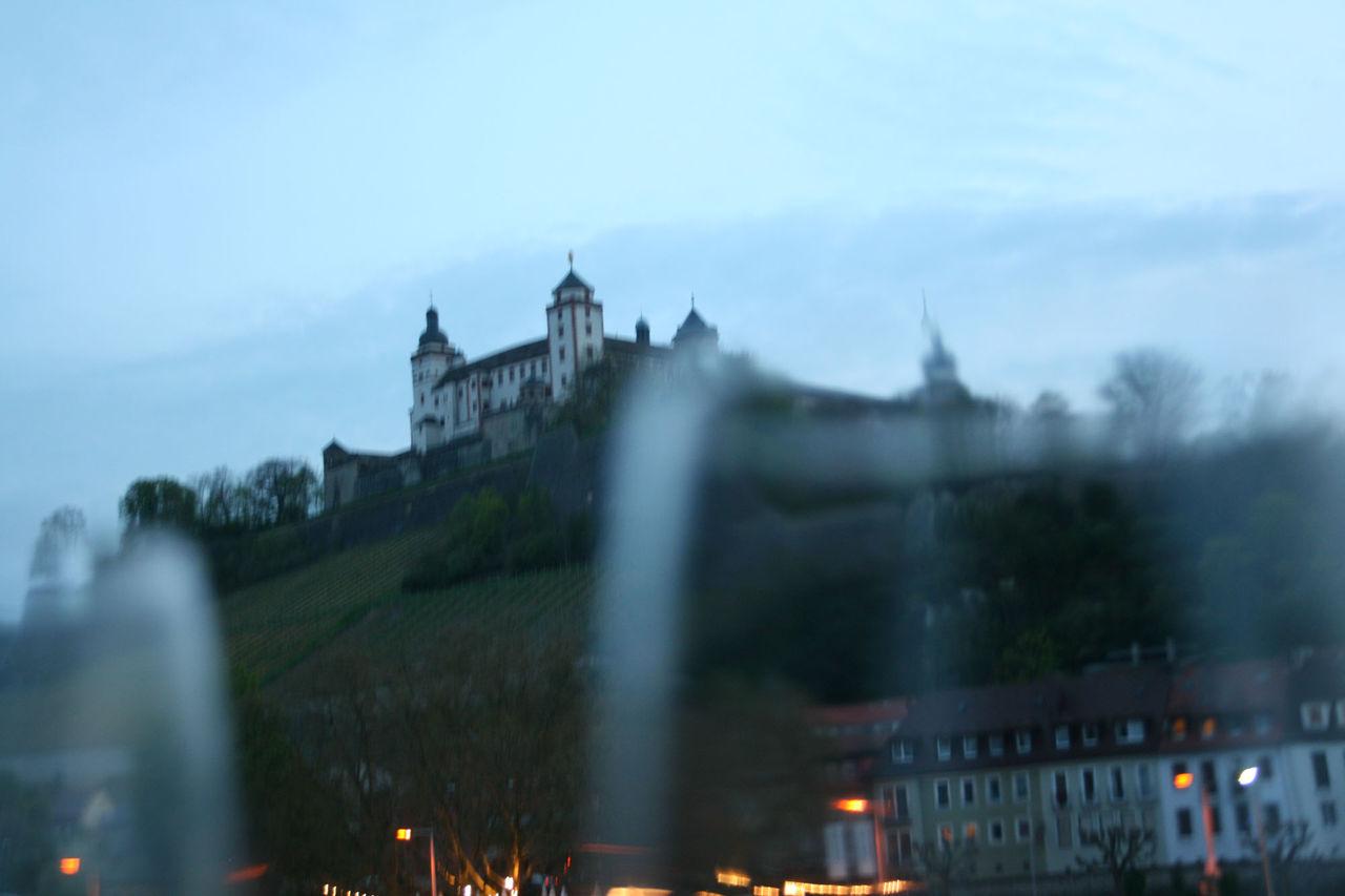 Bild: Weingläser mit Festung