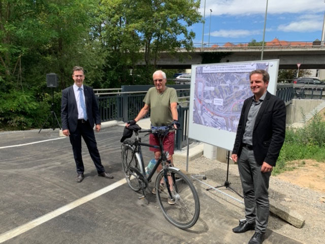 Foto von Fahrradbrücke mit OB Christian Schuchardt
