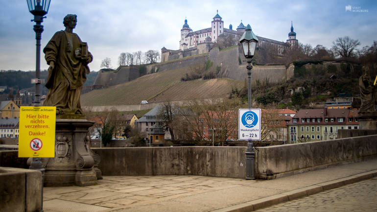 Maskenpflicht - Alte Mainbrücke Würzburg