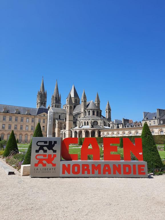 """Ein Wahrzeichen der Partnerstadt: Die """"Abbaye aux Hommes"""""""