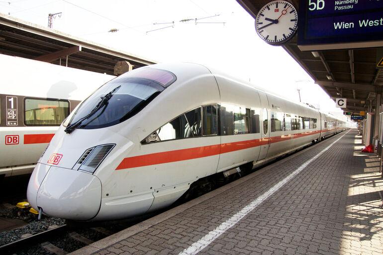 Foto: Einfahrender Zug