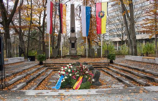 1119 Volkstrauertag Gedenkstätte-3