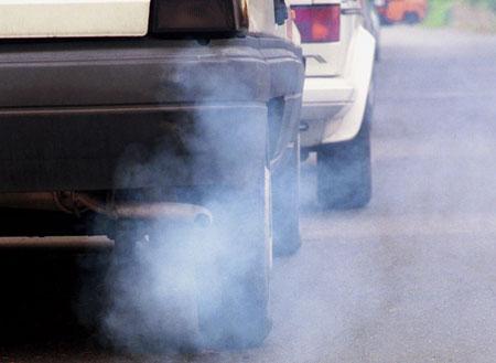 Autoabgase, Abgase, Auspuff, Luftverschmutzung, Dieselruß 2 - Copyright BMU H.-G. Oed.jpg