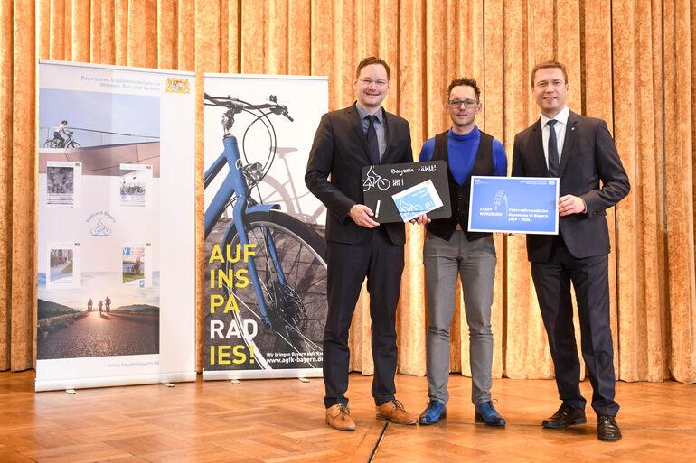 """Die Stadt Würzburg erhielt die Auszeichnung als """"fahrradfreundliche Kommune""""."""