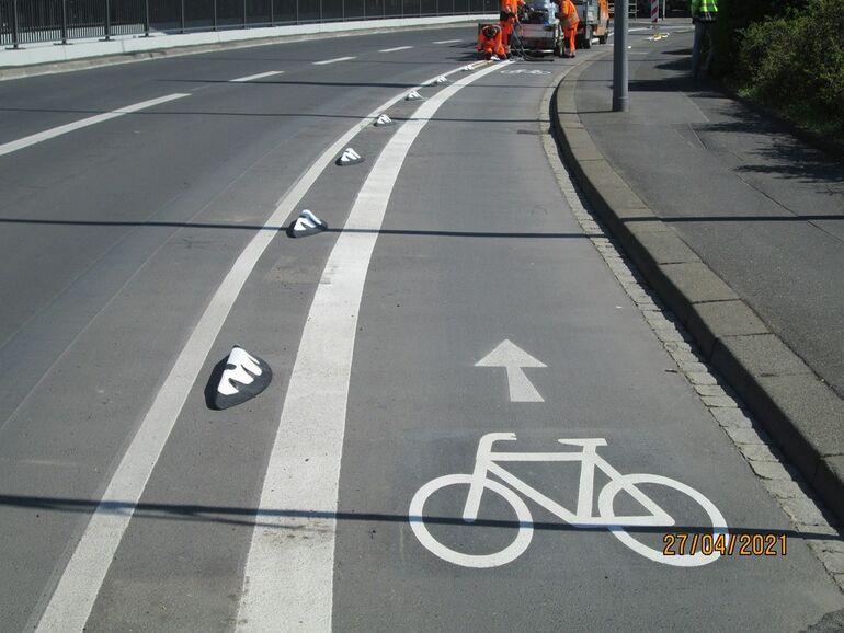 "Montage der ersten ""Orcas"" in der Nürnberger Straße"