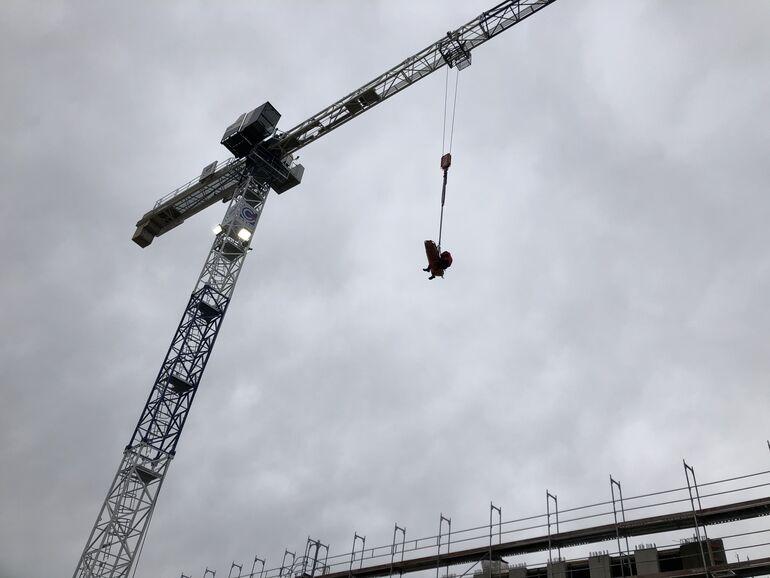 Höhenrettungsgruppe rettet Bauarbeiter am Würzburger Hubland