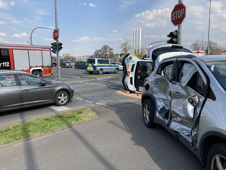 Verkehrsunfall - 6 Personen verletzt