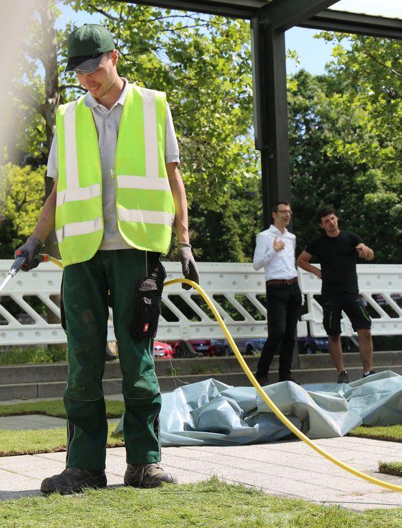 Wichtig für das Gedeihen des grünen QR-Codes: wässern