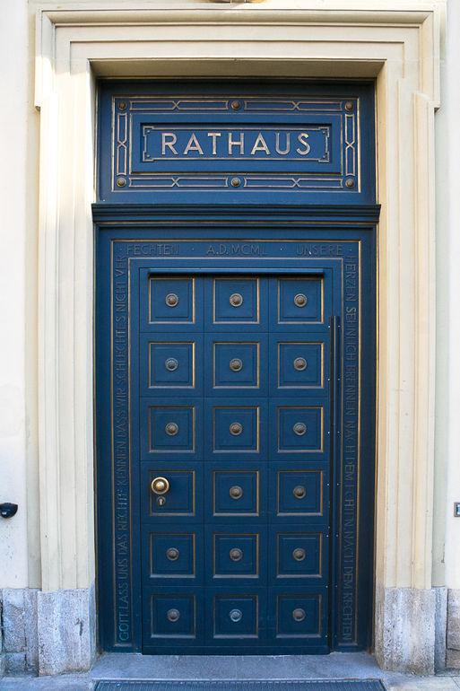 Rathausportal