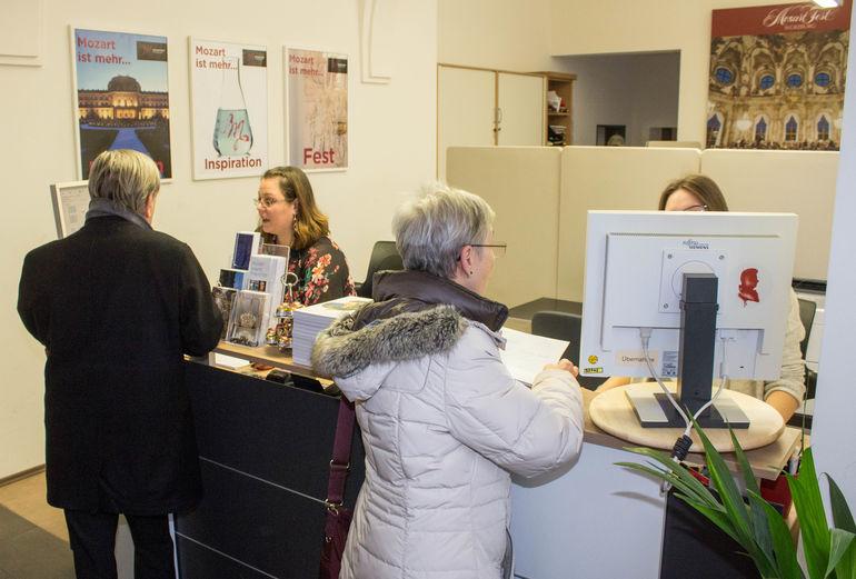 Beginn des Kartenvorverkaufs im Mozartfestbüro