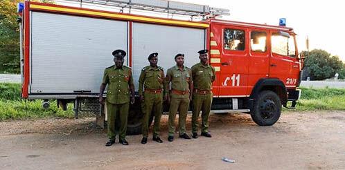 0121 Feuerwehrauto Mwanza-3