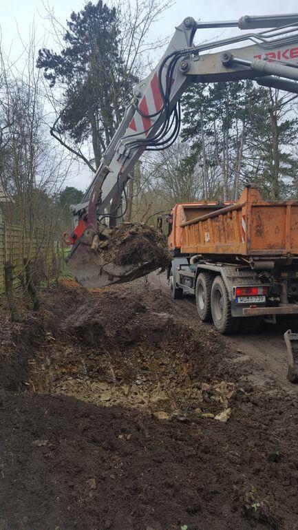 Aushub der Baumgruben