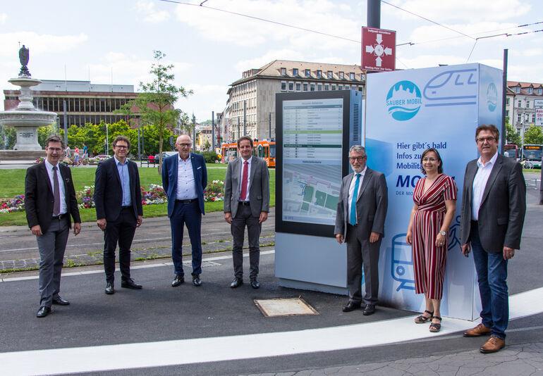 Smartes Display am Hauptbahnhof: