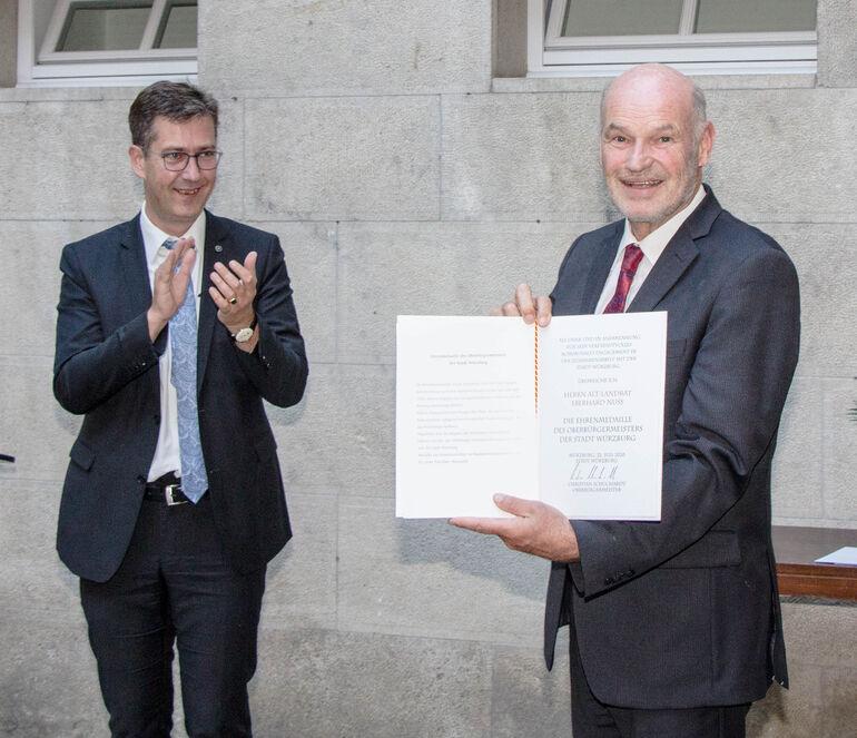 Ehrenmedaille des Oberbürgermeisters an Alt-Landrat Eberhard Nuß
