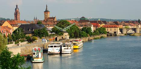 Mainschifffahrt mit Blick auf Würzburg