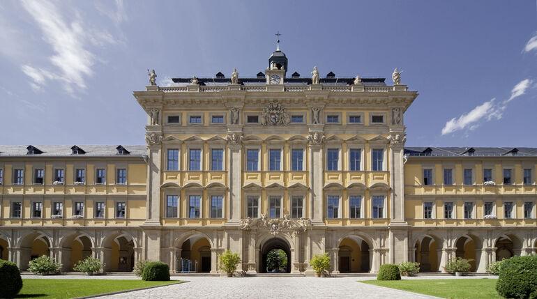 1576 gründete Fürstbischof Julius Echter von Mespelbrunn die gemeinnützige Stiftung Juliusspital in Würzburg.